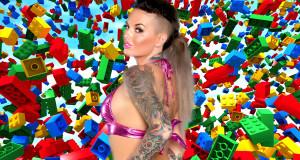 Une Porn Star Américaine Offre une Fellation comme Prix dans un Concours de Création en Lego blojob lego contest 300x160